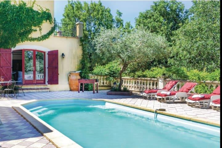 Villa Du soleil à Néoules, avec grande piscine.
