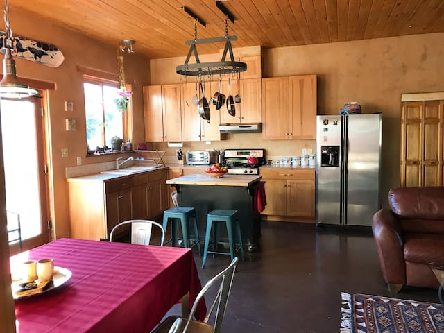 Cozy Home Between Taos Ski Valley and Town of Taos