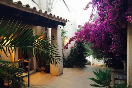Charming 3 bedroom finca with pool - Cala Llonga - Huis