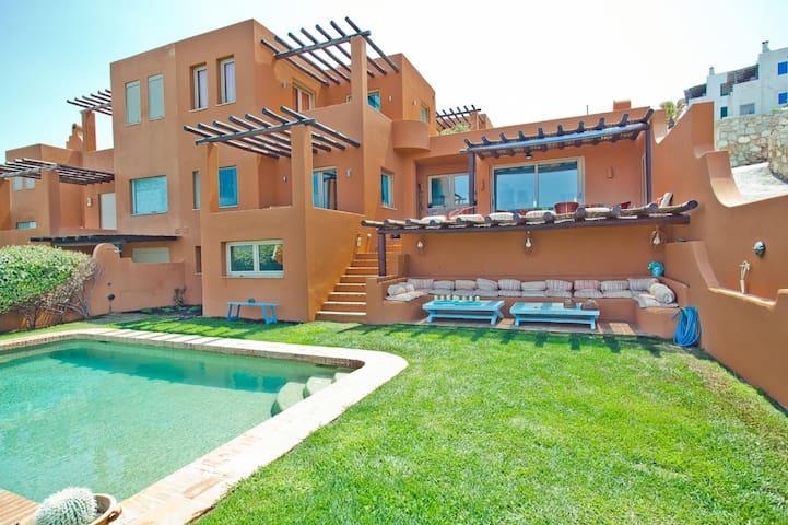 Stylish waterfront villa with pool & amazing view!