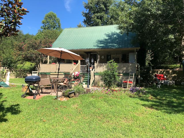 Little House on the Mountain@Rumbling Bald Resort