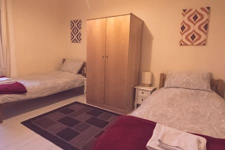 Twin/single room in relaxed house - Edimburgo - Bed & Breakfast