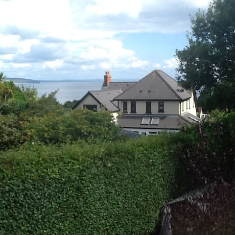 Lovely double room by the seaside in Saundersfoot.
