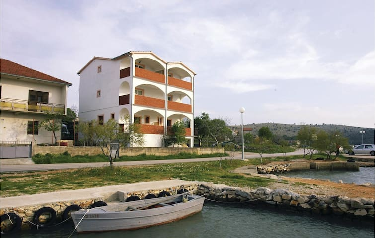 Holiday apartment with 1 bedroom on 40m² in Jadrtovac