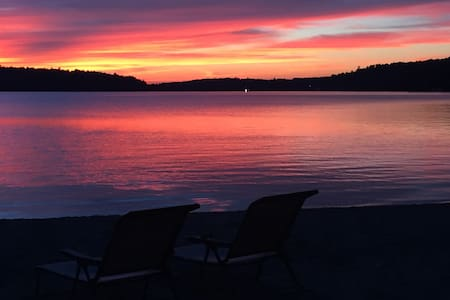 Enjoy 400-ft Private Beach at the Lake (Cabin 2) - Westmore - 小木屋