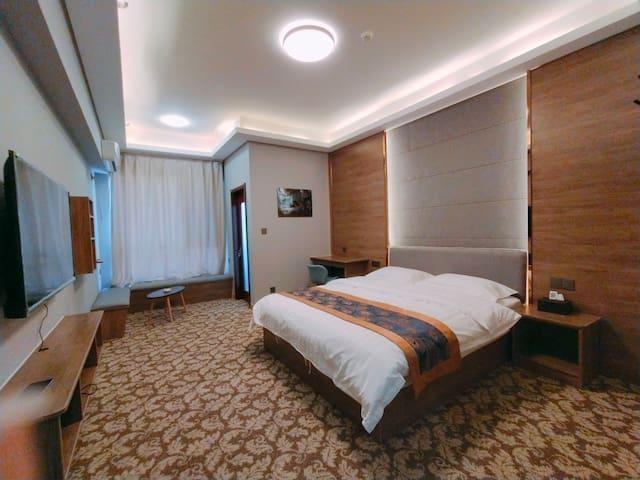 市政府万达齐鲁园红星广场豪华大床房~地暖开放,免费停车