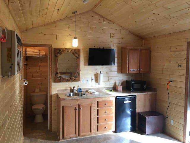 Deluxe Studio Cabin - West