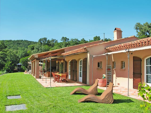 Holiday home in La Mole - La Mole - Casa