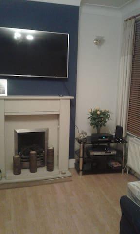 Clean double bedroom for rent