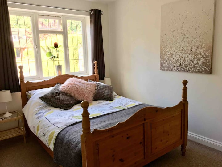 """The Nook' 1 bedroom spacious annexe in quiet area"