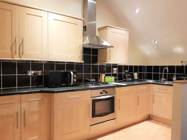 Lovely 1 bed, Modern, Sleeps 5, Wifi, Parking