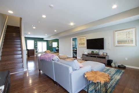 Bright Modern 1 Bdrm in Historic Home
