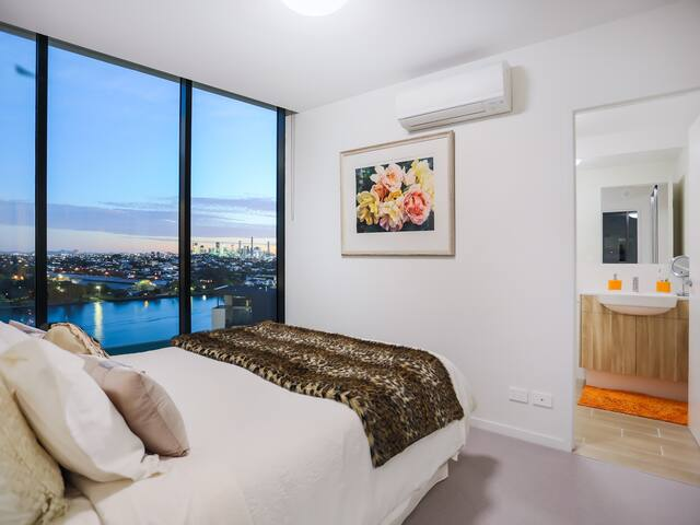 Luxury 2 Bed Riverside Apartment Portside Brisbane - Hamilton - Apartament