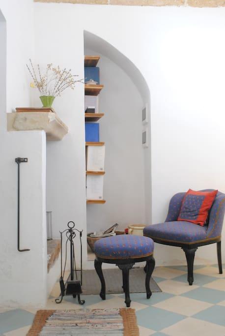 Entrance - fireplace