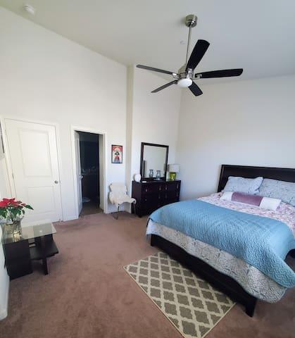 Spacious bedroom+bathroom GREAT LOCATION!