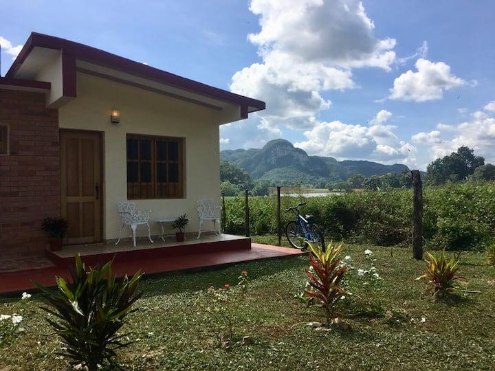 Casa Pedro y Enilda. En el valle del Palmarito