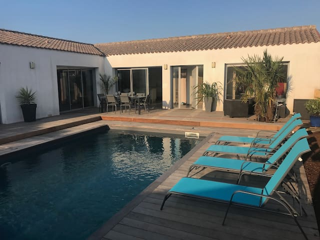 Villa contemporaine - piscine - 5 min Ile de Ré