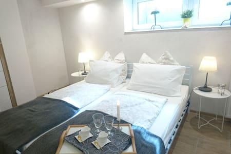 Schönes 1- Zimmer Apartment zum Wohlfühlen - Hamburgo - Apartamento