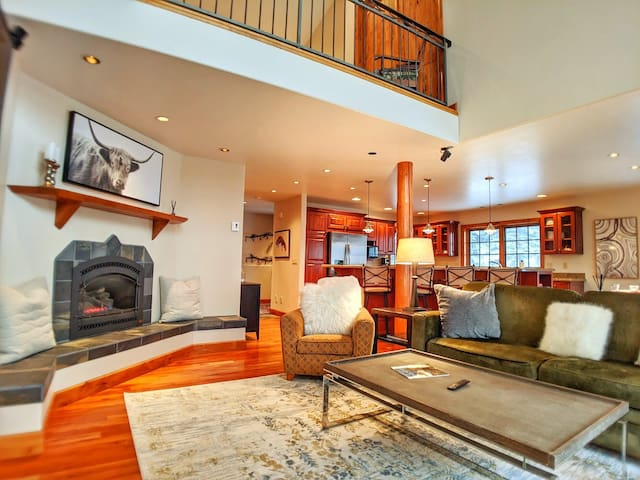 New Listing! Luxury Ski-In/Ski-Out  Townhome