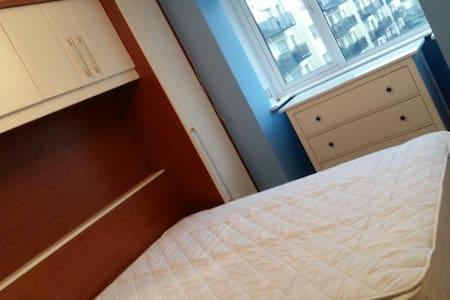 Ensuite in a three bedroom house - Dublin 11 - Casa