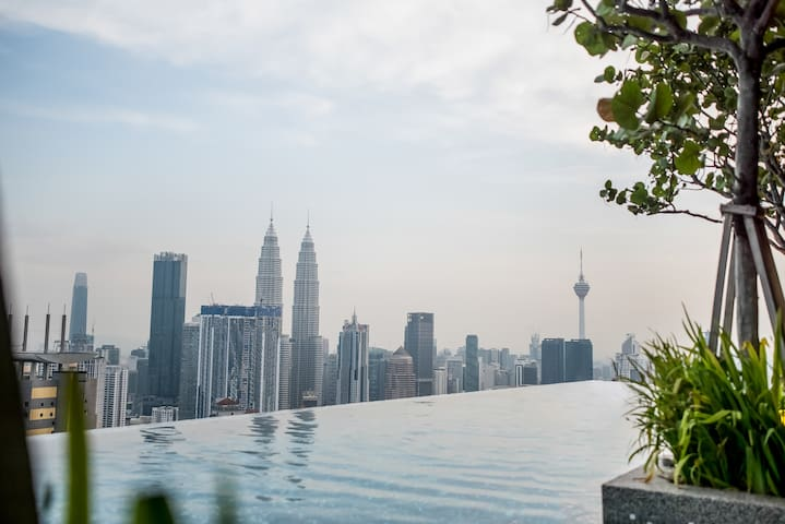 E2 Amazing Pool Near TwinTower KLCC 2pax