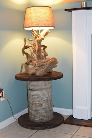 A perfectly placed driftwood lamp to light up the evening in true coastal style.