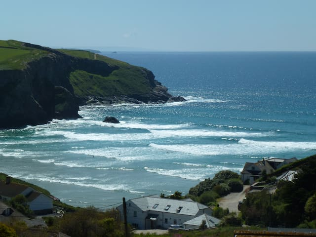 Thorncliff Ocean-view Suite #1,  Mawgan Porth
