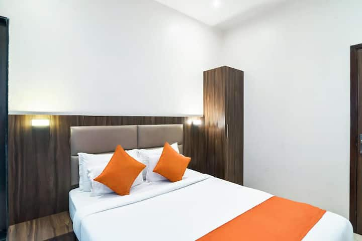 Modern and cozy rooms in Colaba