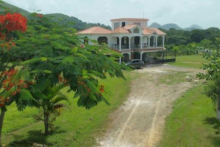Villa vista la Montaña - Pedro Sánchez
