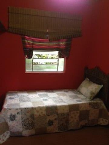Espaço Puri - quarto vermelho