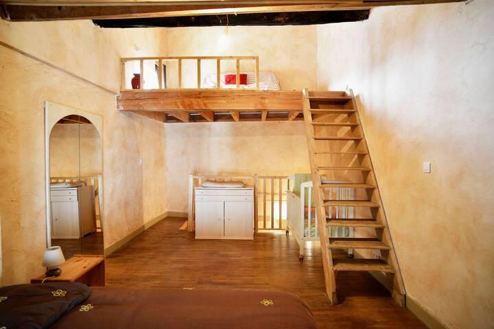 Gite 6 places - Petite maison centre ville Cluny