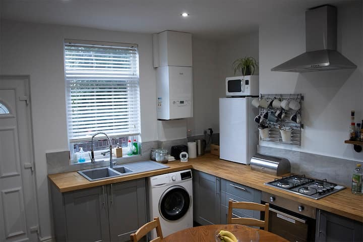 Cosy Terraced Town House in Woodseats