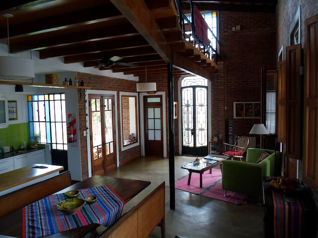 Authentic B&B. House/workshop, unique in Areco - San Antonio de Areco - ที่พักพร้อมอาหารเช้า