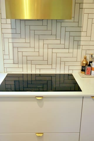 Extra wide induction cooktop for the chef