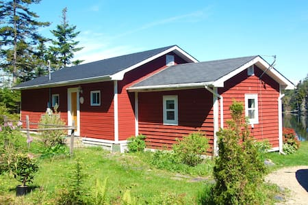 Ocean front rustic home 5 minutes from Lunenburg!! - Lunenburg