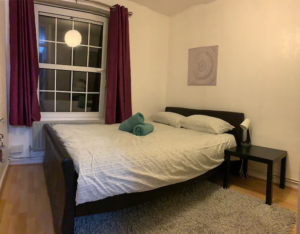 Private room in the heart of Brick Lane (Zone 1)
