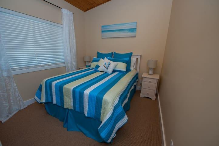 Upstairs Bedroom #2 Queenbed