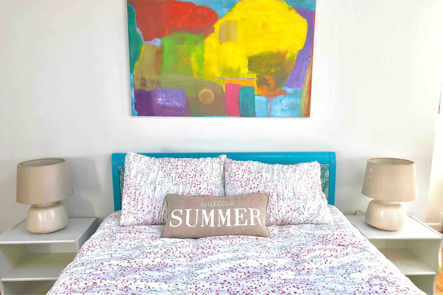 Endless Summer in this bright & sunny bedroom.