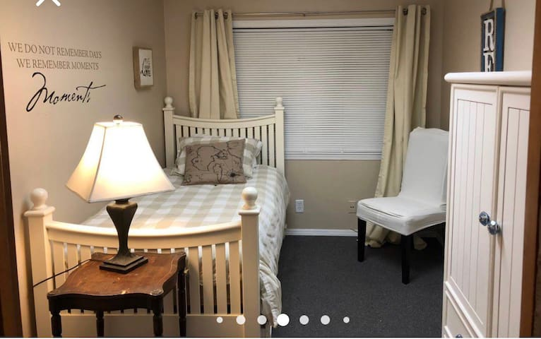 Twin trundle room