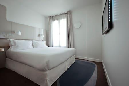 Double room in center of Paris - Paris