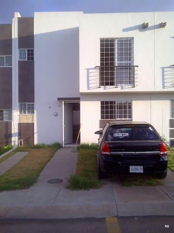 Casa Cerca del Aeropuerto y Centro - Tonalá - Huis