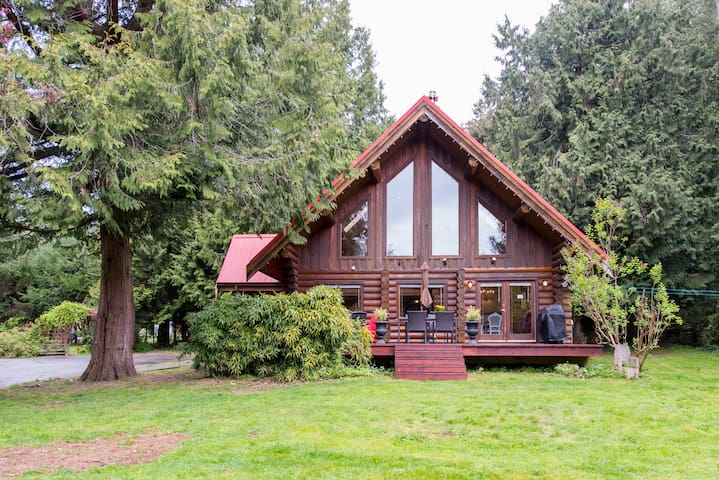 Sunny, family-friendly Log House - Roberts Creek - Ev