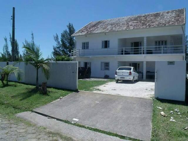 Casa de praia em laguna santa Catarina.