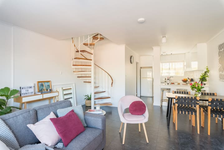Stylish townhouse in leafy Parkside close to CBD