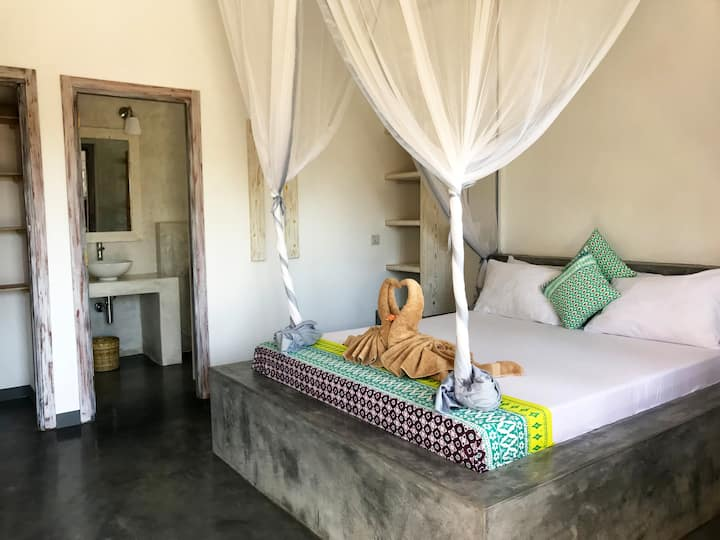 PAJE, NICE ROOM IN VILLA WITH POOL