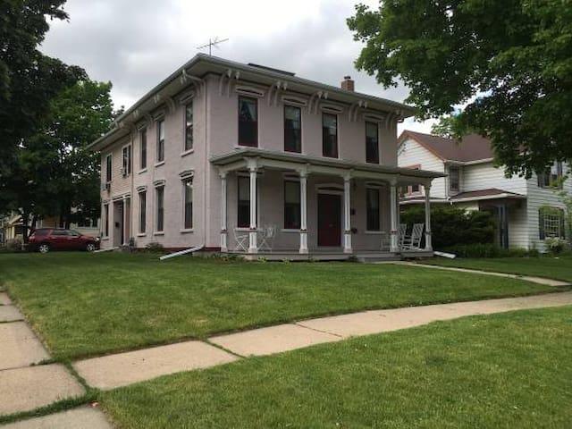 Historic Home in Downtown Appleton - Appleton - Casa
