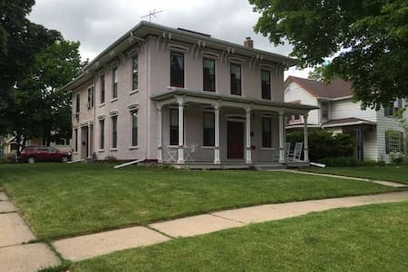 Historic Home in Downtown Appleton - Appleton