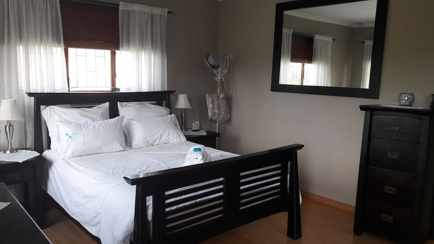 Eleven on Ebony - Apartment - Durban North - Apartament