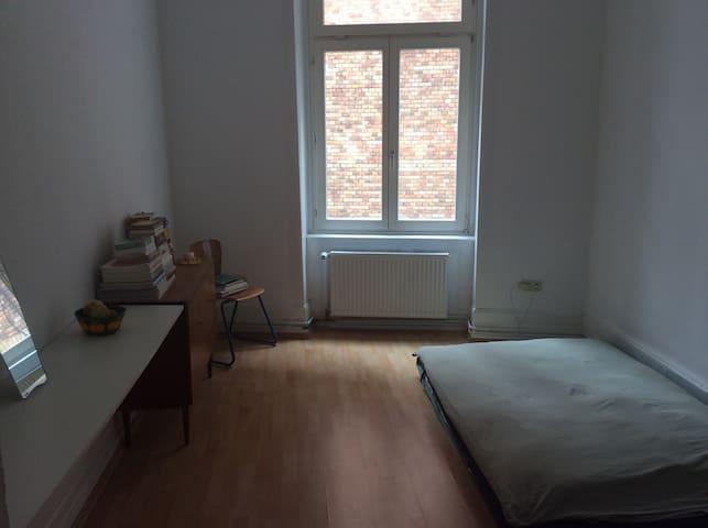 Cozy room in vibrant banhofsviertel - Fráncfort del Meno - Departamento