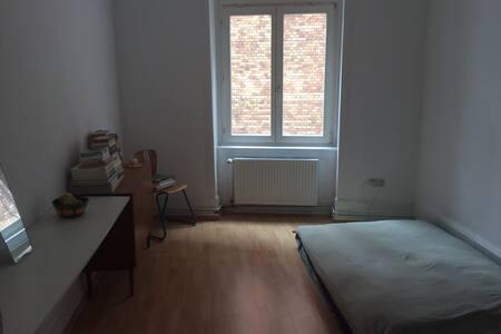 Cozy room in vibrant banhofsviertel - 法蘭克福 - 公寓